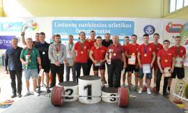Lietuvos universitetų sunkiosios atletikos  čempionate VU komanda nutraukė  8 metus trukusią KU pergalių seriją