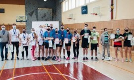 Po atkaklios kovos Lietuvos studentų badmintono čempionato nugalėtojais  tapo KTU komanda