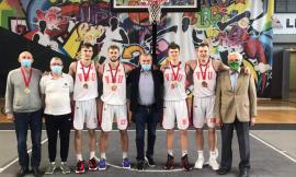 Lietuvos studentų 3 x 3 krepšinio čempionato nugalėtojai VDU-2 vaikinai ir VU merginos