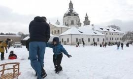 Sekmadienį Kauno Pažaislio vienuolyne nuotaikingai pažymėta Pasaulinė sniego diena