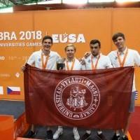 EUG218: stalo tenisas